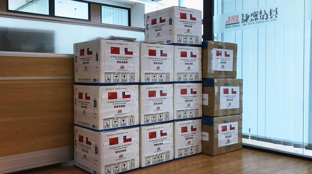 JSI ROCK TOOLS пожертвовать Чили медицинский груз на борьбу с коронавирусом .